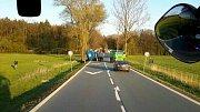 Tahač převážel druhý tahač. Mezi Vysokou u Holic a Jaroslaví pak jejich nehoda zablokovala silnici I/35.