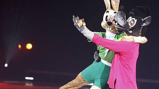 Jen počkej, zajíci! Ledová show s barevnými kostýmy a známými postavičkami.