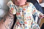 FRANTIŠEK BURIAN se narodil 29. dubna v 8 hodin a 7 minut. Měřil 49 centimetrů a vážil 2990 gramů. Maminku Hanku podpořil u porodu tatínek Vašek. Rodina bydlí v Pardubicích