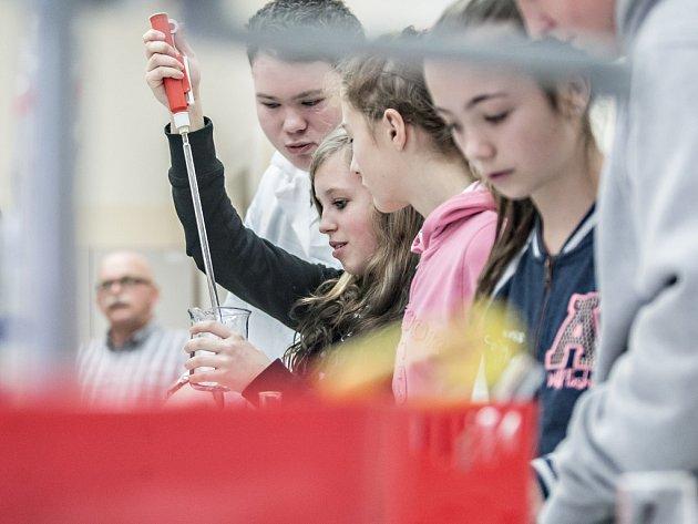 Technické obory se mezi žáky základních škol  se snaží popularizovat  také projet Technohrátky.