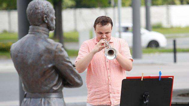 Filharmonie Pardubice zahrála v ulicích