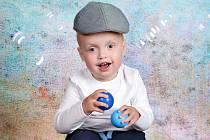 Čtyřletý Mikulášek z Pardubicka trpí dětskou mozkovou obrnou, epilepsií a navíc i zrakovou vadou.