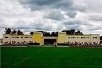 """Přípravy na rekonstrukci bývalého """"spartakiádního"""" stadionu v Holicích se nečekaně zkomplikovaly"""
