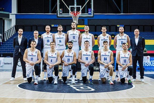 Společná reprezentační fotografie (Kamil Švrdlík má dres číslo 14).