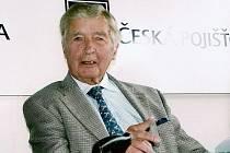 Dick Francis navštívil několikrát i pardubické závodiště