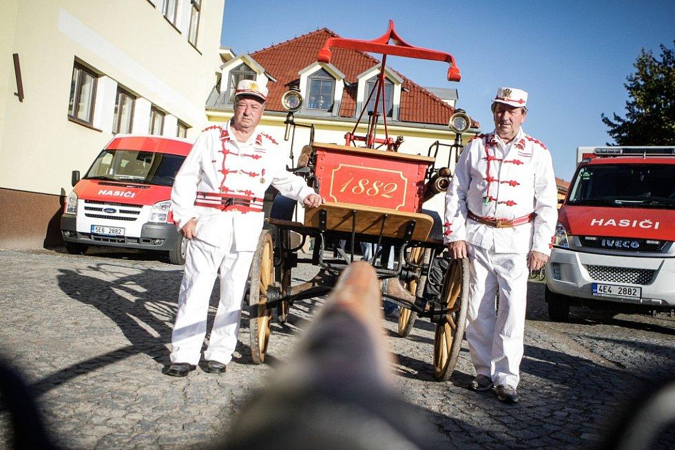 Sbor dobrovolných hasičů Čeperka. Koňská stříkačku z počátku 20. století je jako nová.