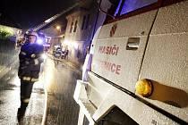 Požár v Labské zaměstnal v noci hasiče z Pardubic a Sezemic