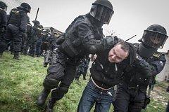 Policisté na derby Pardubic a Hradce museli zjednat pořádek v hledišti a zajistili 11 hradeckých příznivců.