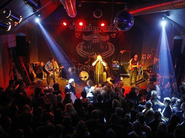 """Ve """"Žluťáku"""" se představila známá hardrocková kapela Krucipüsk v čele s Tomášem Hajíčkem"""
