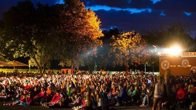 Pardubické letní kino promítá v areálu bývalých jatek.