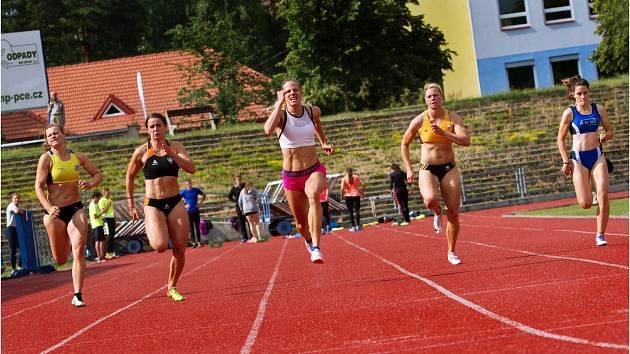 Tradiční disciplínou tradičního mítinku je běh na 100 metrů žen.