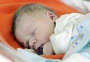 Radim Hruboš Radim Hruboš se narodil 21. června v 23 hodin a 7 minut. Vážil 3240 gramů a měřil 49 centimetrů. Rodiče Dana a Zdeněk bydlí v Pardubicích a doma na ně čeká sestra Nikola.