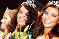 Miss východní Čechy 2007 - vítězka Kateřina Seidnerová, vlevo 1. vicemiss Alena Klapková, vpravo 2. vicemiss Michaela Březinová