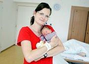 NATÁLIE ŠOTOLOVÁ se narodila 10. července v 15 hodin a 17 minut. Měřila 51 centimetrů a vážila 3330 gramů. Maminku Pavlu podpořil u porodu tatínek Petr. Bydlí v Pardubicích a doma na ně čeká dvouletá Kristýna.