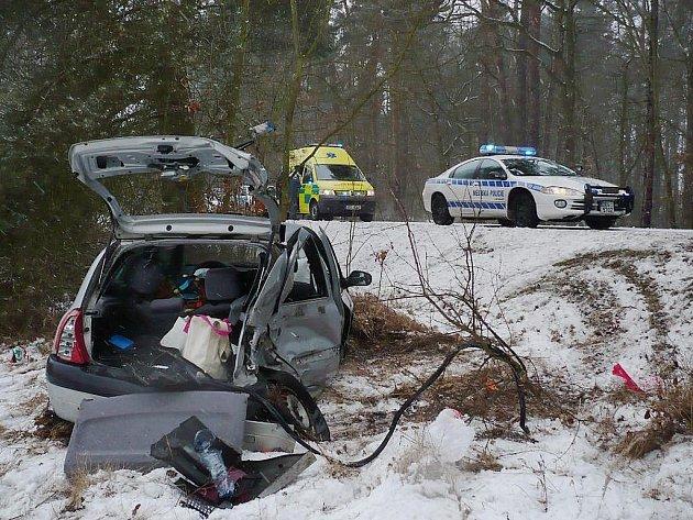Střet dvou osobních vozidel za Bohdančí si vyžádal jednu zraněnou osobu