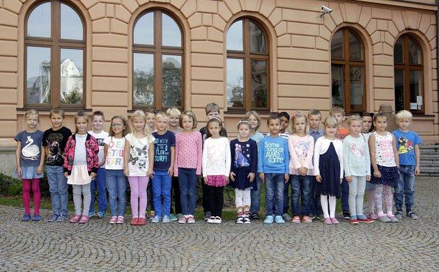 Žáci 1.Aze ZŠ Bratranců Veverkových. Jejich paní učitelkou je Jitka Sedláčková.