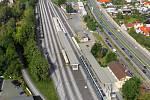 Modernizace se navíc dočká také nádraží v Rosicích nad Labem, kde vzniknou nová nástupiště a podchod, který se napojí na stávající podchod vedoucí pod silnicí na Hradec Králové. Foto: Správa železnic
