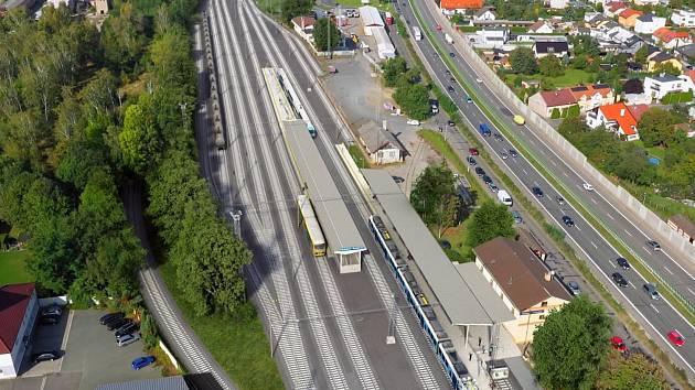 Modernizace se navíc dočká také nádraží v Rosicích nad Labem, kde vzniknou nová nástupiště a podchod, který se napojí na stávající podchod vedoucí pod silnicí na Hradec Králové.