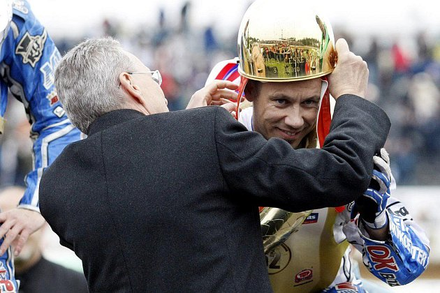 Vítězem 62. Zlaté přilby se v neděli 3. října stal v Pardubicích Nicky Pedersen.