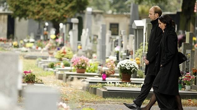 Česká televize natáčela v Pardubicích záběry pro televizní film Nespavost. Filmaři si vybrali pardubický hřbitov.