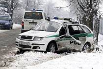 Při nehodě v Ostřešanech byli zraněni tři policisté.