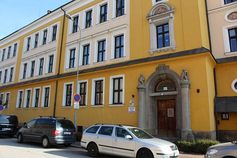 Základní škola Waldorfská Pardubice se stále potýká s nepochopením.