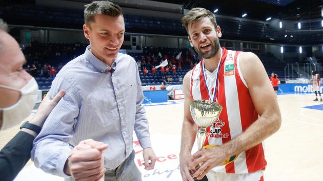 Kamil Švrdlík si už jako kapitán jeden pohár potěžkal. Bylo to za vítězství v Alpe Adria Cupu.
