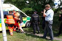 Sebevraždě nezletilé dívky v Pardubicích skokem pod vlak zabránil vojenský policista.