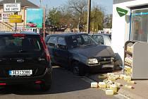 Řidič zřejmě vlivem zdravotní indispozice nezvládl řízení a narazil přímo do budovy opatovické benzínky.