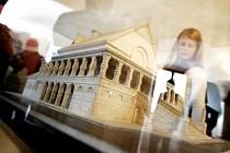 Na pardubickém zámku je k vidění výstava k 90 letému výročí existence pardubického krematoria.