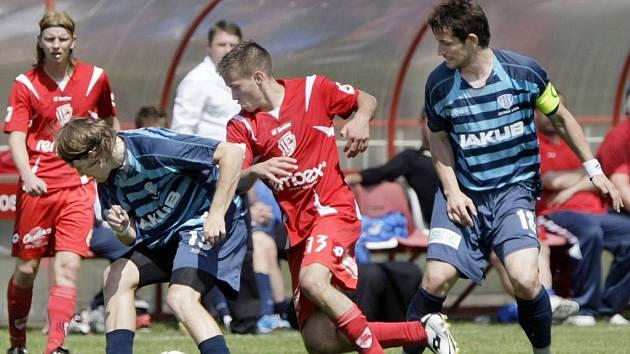 Z fotbalového utkání České fotbalové ligy FK Pardubice a Arsenal Česká Lípa 2:0.