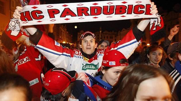Titul je doma! Pardubické Pernštýnské náměstí ovládly slavící davy fanoušků!