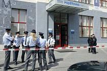 Pojišťovnu České spořitelny v centru Pardubic musela policie evakuovat kvůli ohlášené bombě