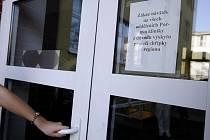 V PARDUBICKÉ KRAJSKÉ NEMOCNICI akutálně leží jeden pacient s prasečí chřipkou. Stále platí zákaz návštěv.