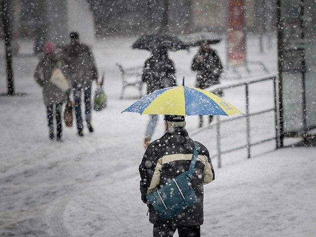 Hustý sníh v Pardubicích. Taková nadílka nebyla ani v zimě.