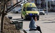 Opilý muž se postaral o rozruch na Masarykově náměstí v centrum Pardubic. Chtěl se vrhnout do silnice pod auto.