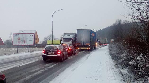 Strakonický Podsrp se v úterý 14. února ráno stal pastí na řidiče kamionů.