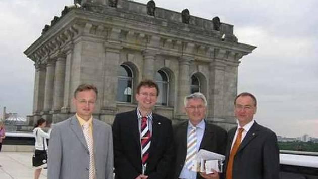 Zleva radní Pk Miloslav Macela, náměstek hejtmana Ivo Toman, poslanec Klaus Hofbauer a vicehejtman Roman Línek.