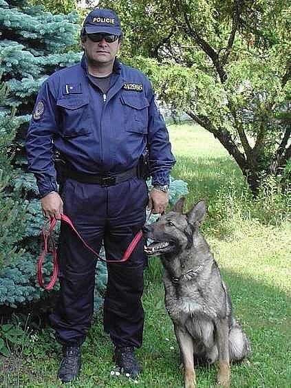 Policejní pes Dega
