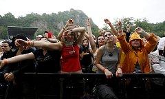Diváky nevylekala ani nepřízeň počasí a festival České hrady.CZ si všichni náramně užívali