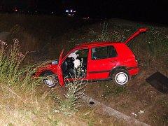 Sobota, 4 hodiny ráno. Takto dopadl osobní vůz, který na medlešické křižovatce nedal přednost rozjetému kamionu