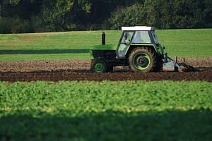 Vyhlídky rapidnější inflace zdražování půdy nahrávají