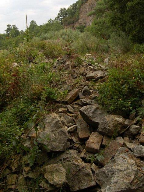 Padající kameny z Kunětické hory.