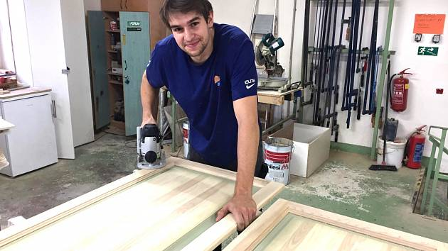 VE SVÉM ŽIVLU. Když může pracovat se dřevem, je bývalý pardubický basketbalista nejšťastnějším člověkem na světě...