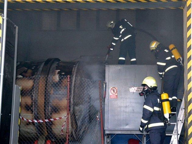 Požár v sušárně dřeva v Kladrubech nad Labem způsobil škodu za 2,5 milionu korun.