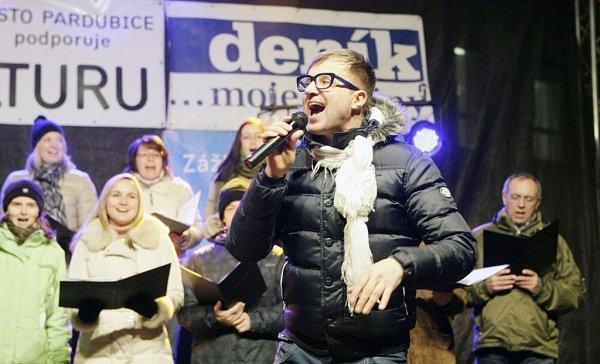 VPardubicích si zazpíval iPetr Kotvald.