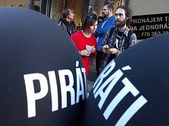 Volební štáb Pirátů v Pardubicích.