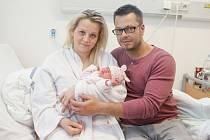 EMMA ZELINKOVÁ se narodila 6. dubna v 0.17 hodin. Vážila 3120 gramů a měřila 49 centimetrů. Maminku Dominiku podpořil při porodu tatínek Michal. Bydlí v Pardubicích.