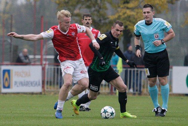 Utkání Fortuna národní ligy mezi FK Pardubice (ve červenobílém) a 1.FK Příbram(v černozeleném) na hřišti pod Vinicí v Pardubicích.