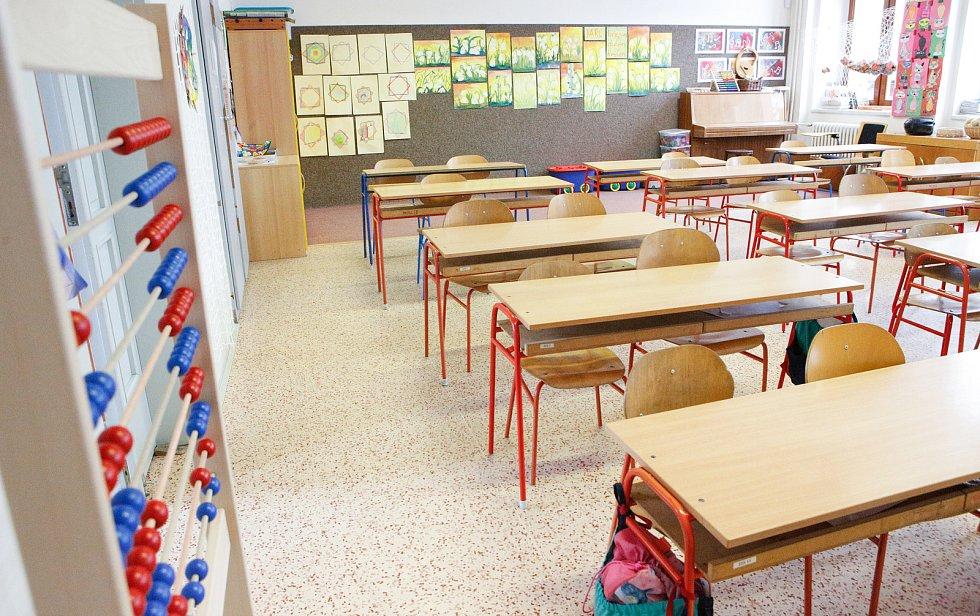 Nařízení vlády - kvůli koronaviru jsou zavřené školy a zruené hromadné akce nad 100 osob.